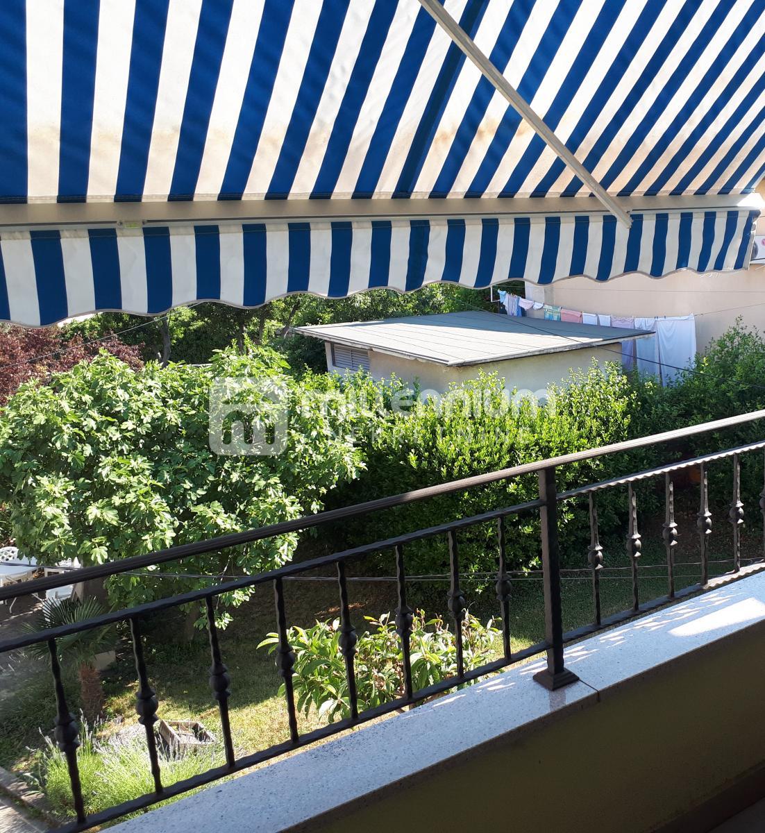 Rijeka, Donja Vežica, etaža s okućnicom, 3-sobni stan s db