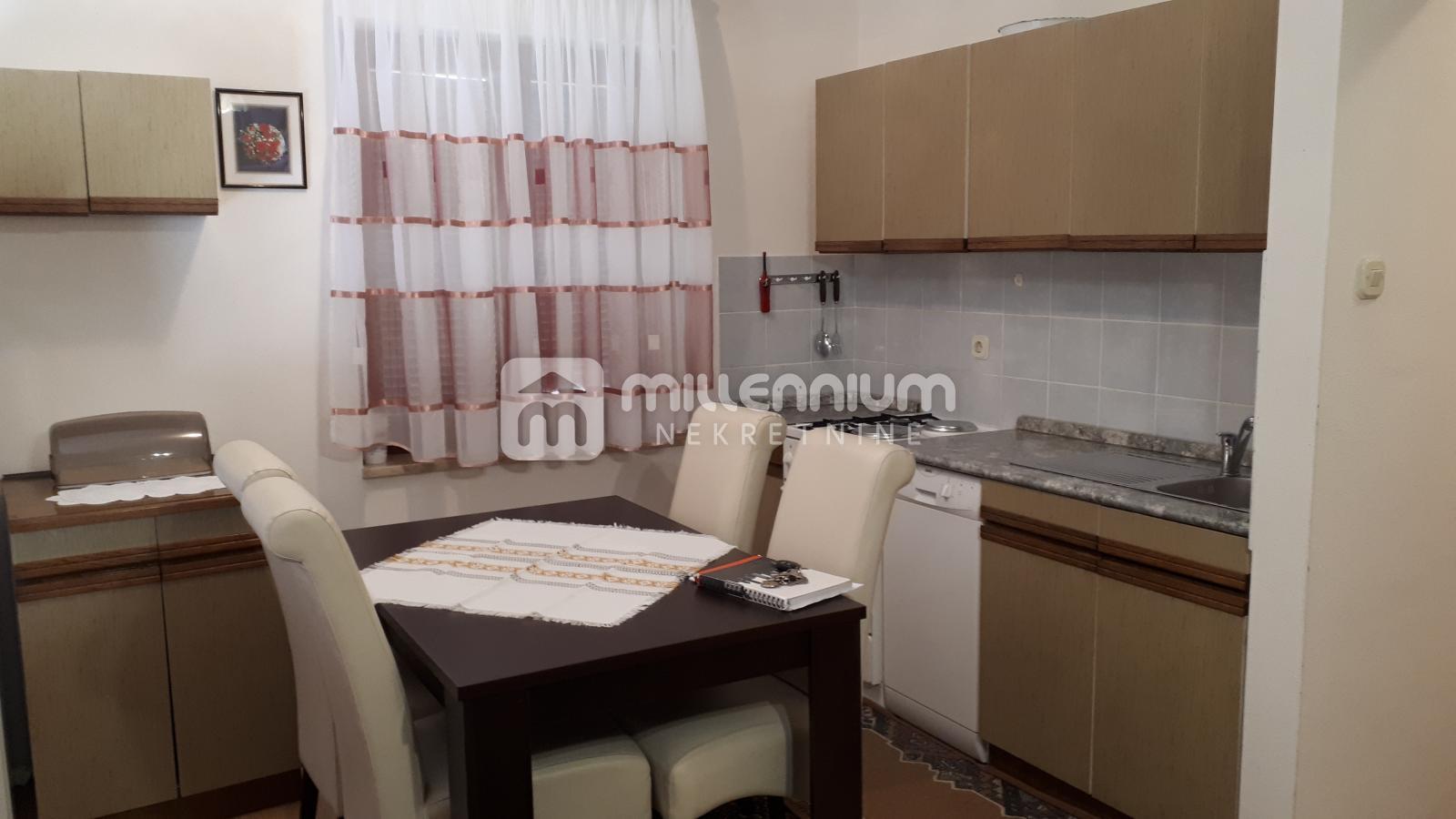 Novi Vinodolski, 1-sobni stan s db i balkonom