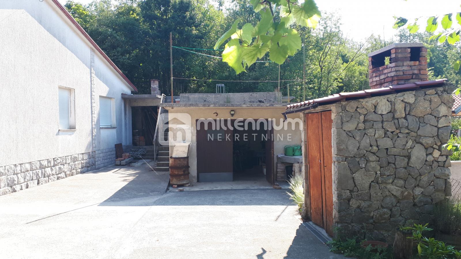 Matulji, Mučići, samostojeća kuća s okućnicom