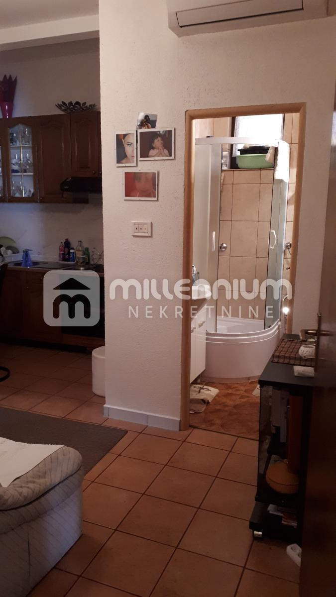 Otok Krk, Omišalj, 1-sobni stan s db za 38.000€/hrk