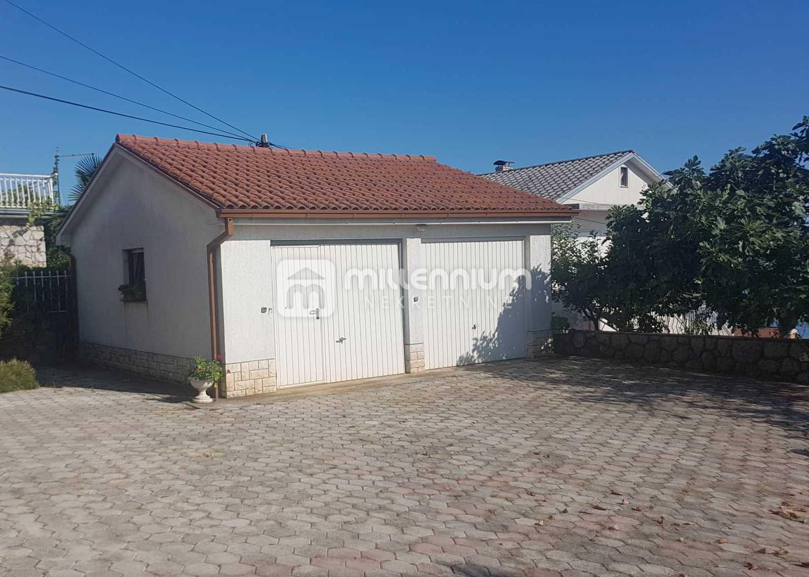 Kastav, Brestovice, kuća s 4 stana, poslovnim prostorom i velikom okućnicom