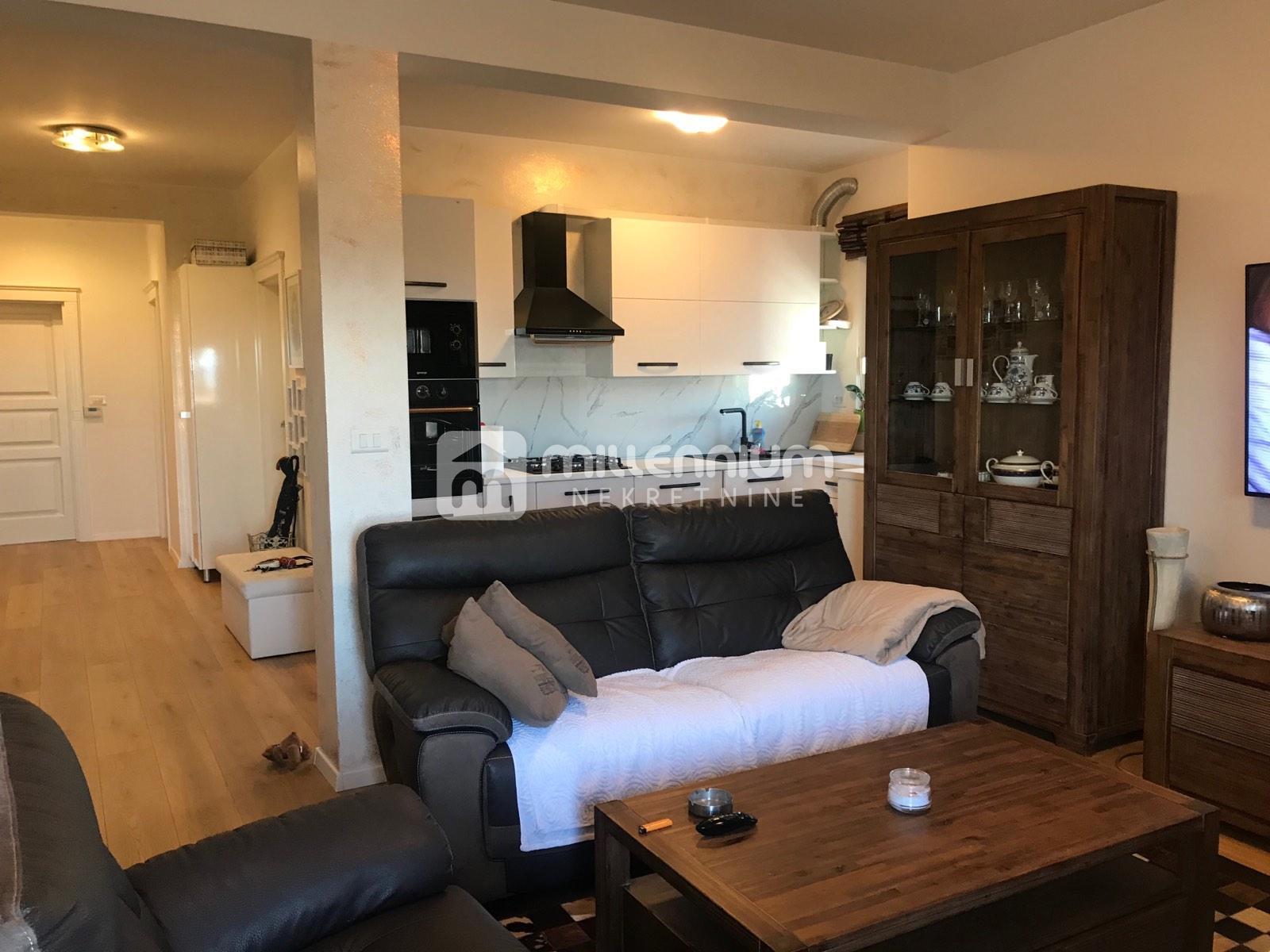 Rijeka, Pehlin, 2-sobni stan s db, balkon, kvalitetna zgrada