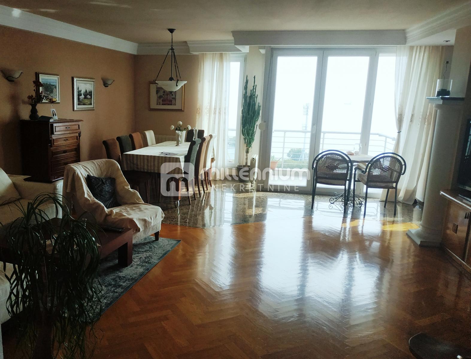 Rijeka, Kantrida, dvoetažni 4s+db, 2 balkona, terasa i garaža