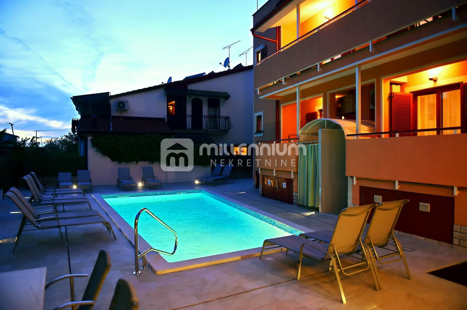 Istra, Poreč, novogradnja, kuća s 9 apartmana, bazen