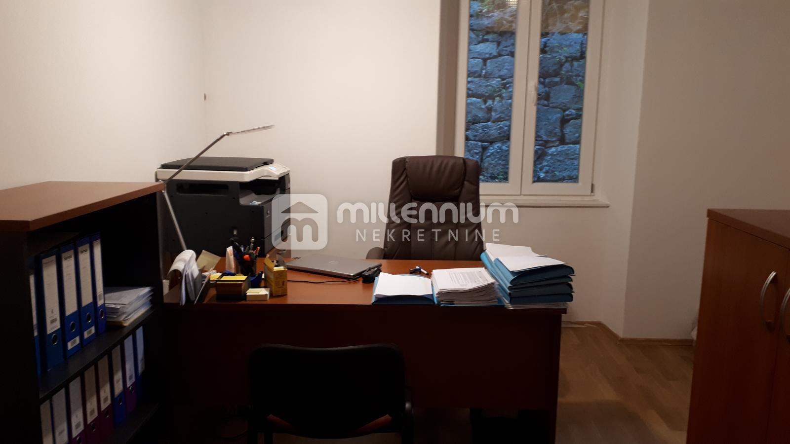 Rijeka, Centar, 61.61m2, 1-sobni stan s db