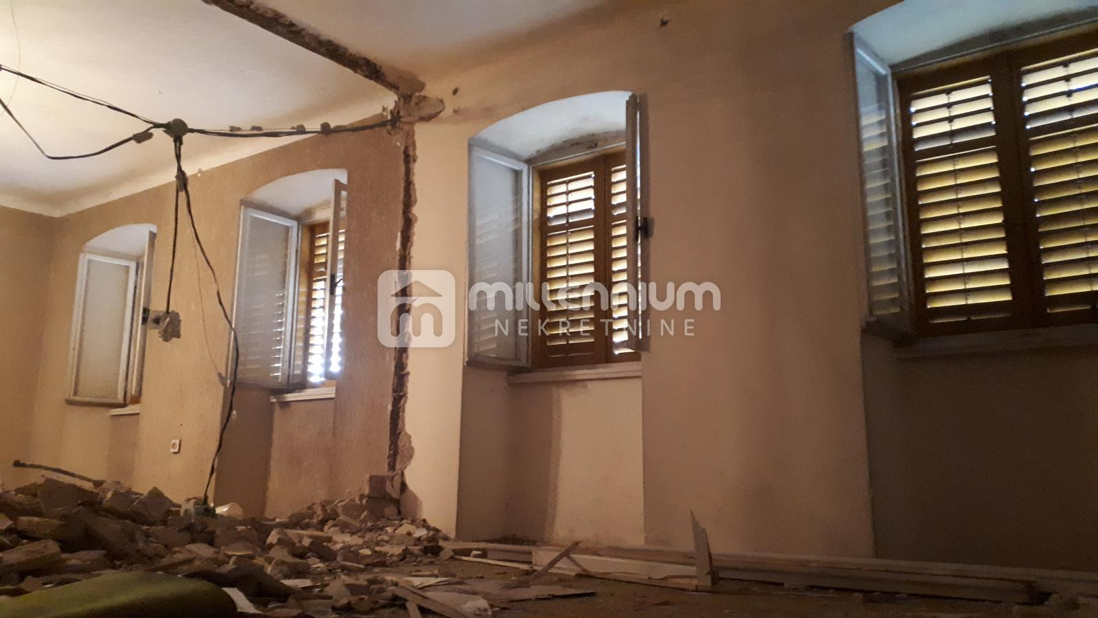 Marinići, samostojeća kuća, 241m2, okućnica 311m2