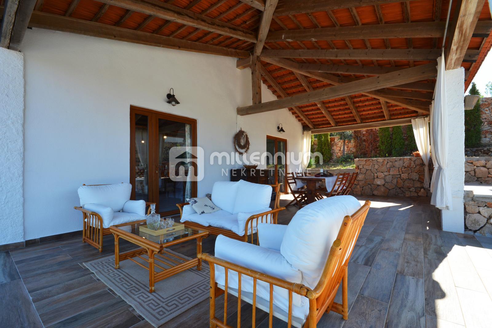 Otok Hvar, prekrasna kuća s velikim imanjem, bazenom i fantastičnim pogledom