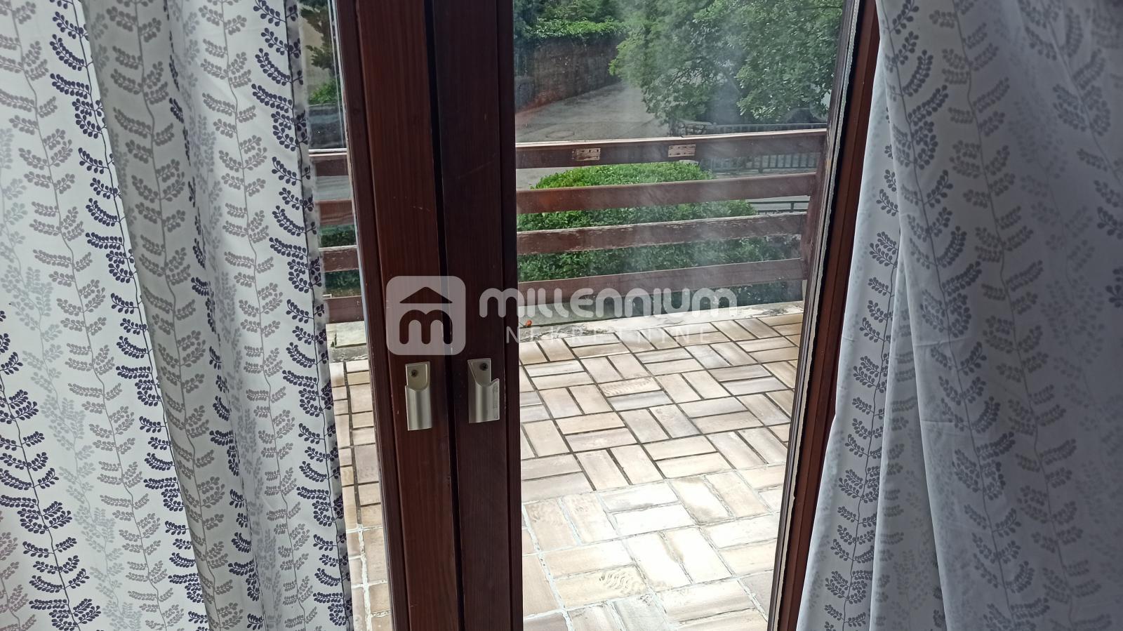 Jadranovo, samostojeća kuća od 250m2, mogućnost 2 stana