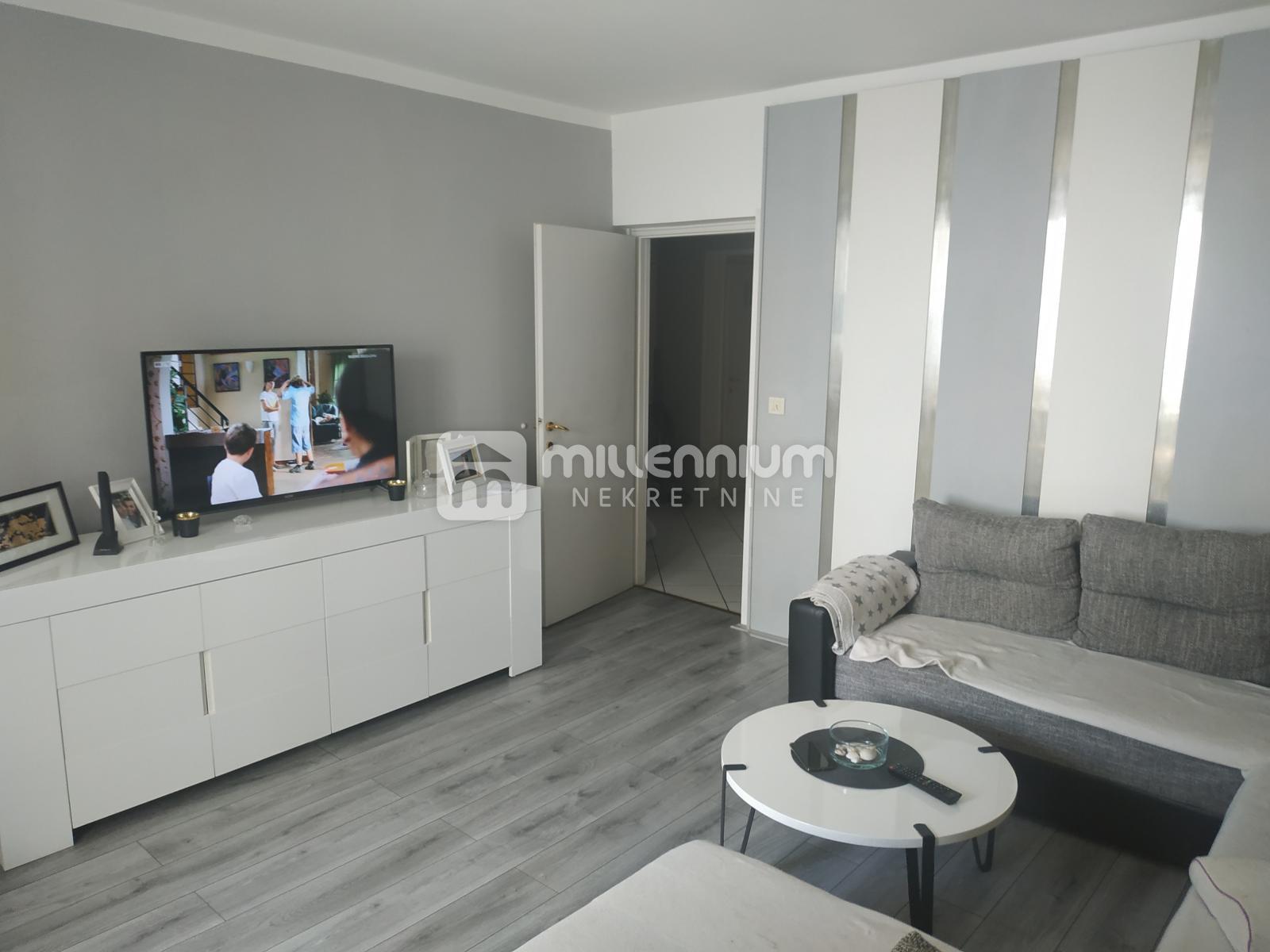 Rijeka, Kantrida, 3-sobni stan s db, lođa, pogled