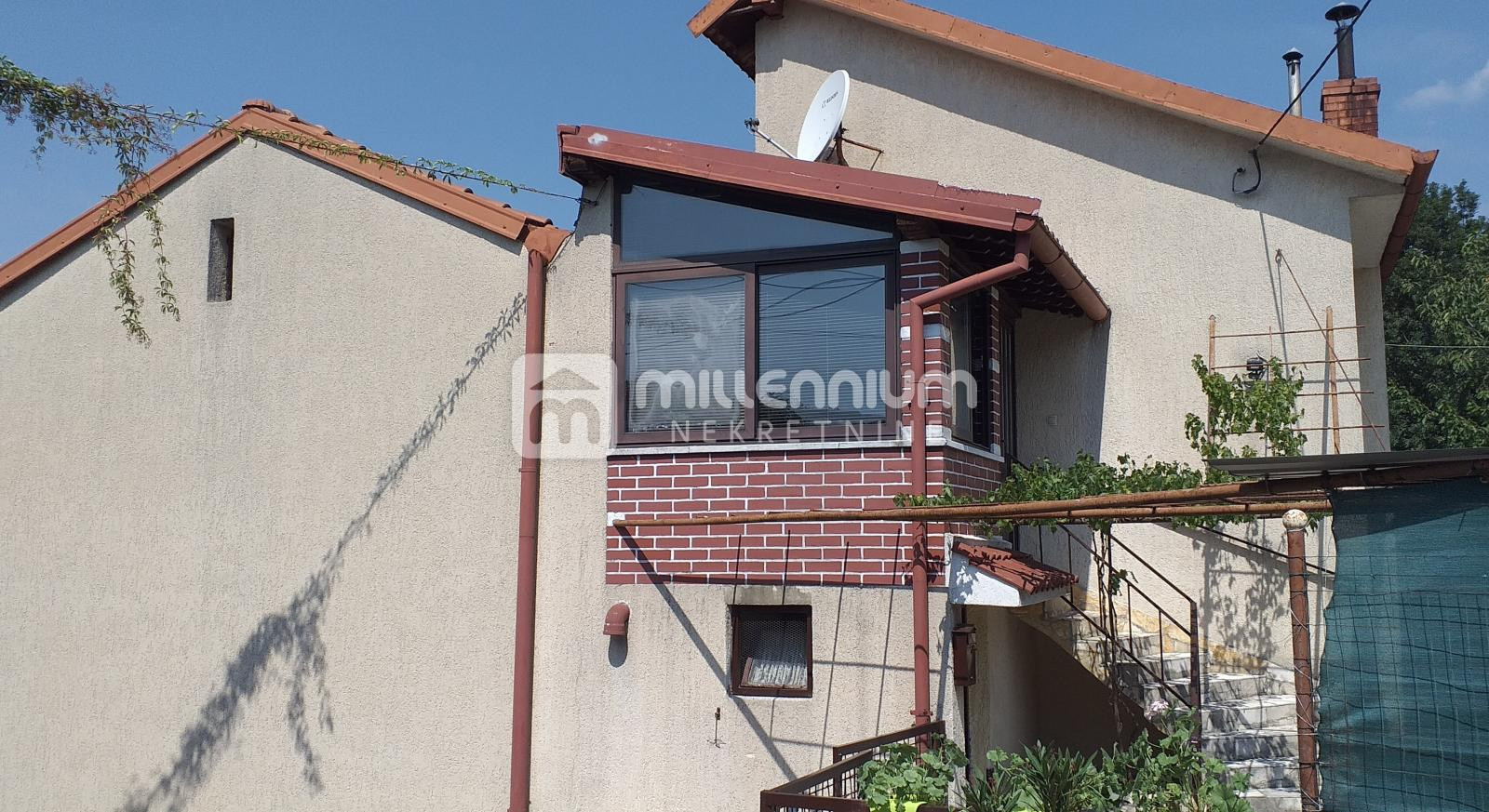 Saršoni, kuća s 2 stana, garažom i okućnicom