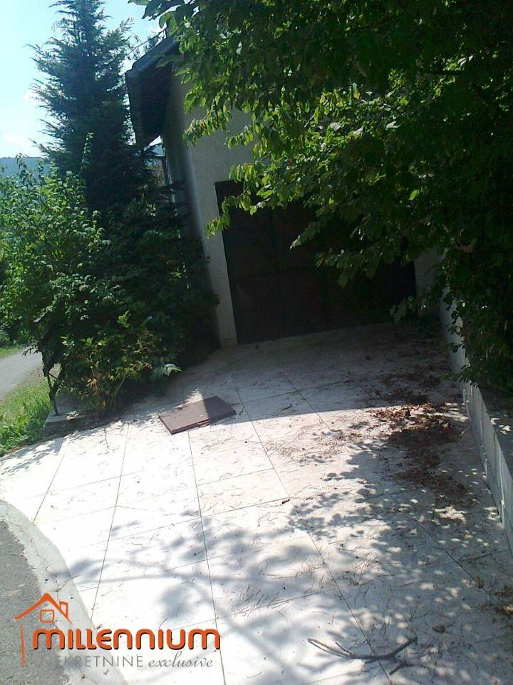 Gorki Kotar, Lič, samostojeća kuća od 100m2, P+1+V. POT