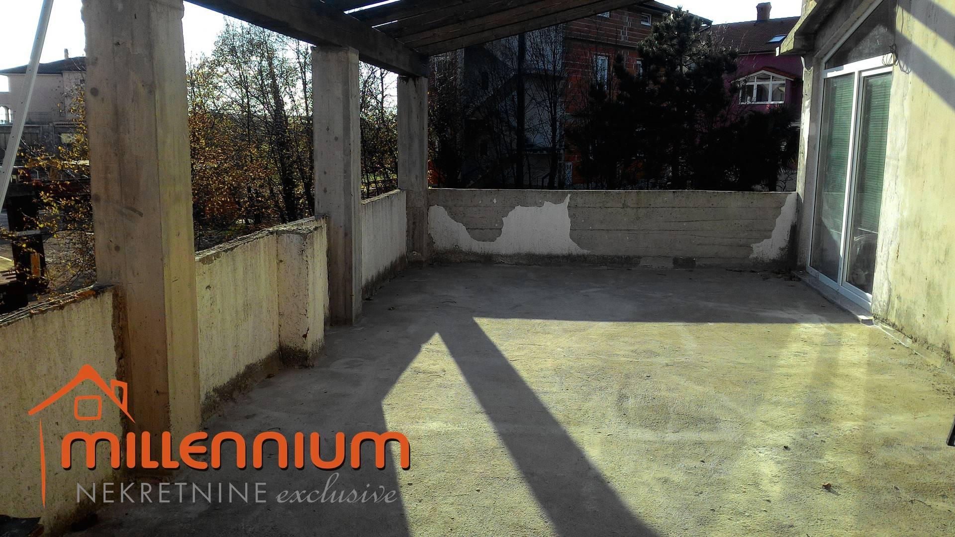 Rijeka okolica, Marinići, samostojeća kuća s tri stana