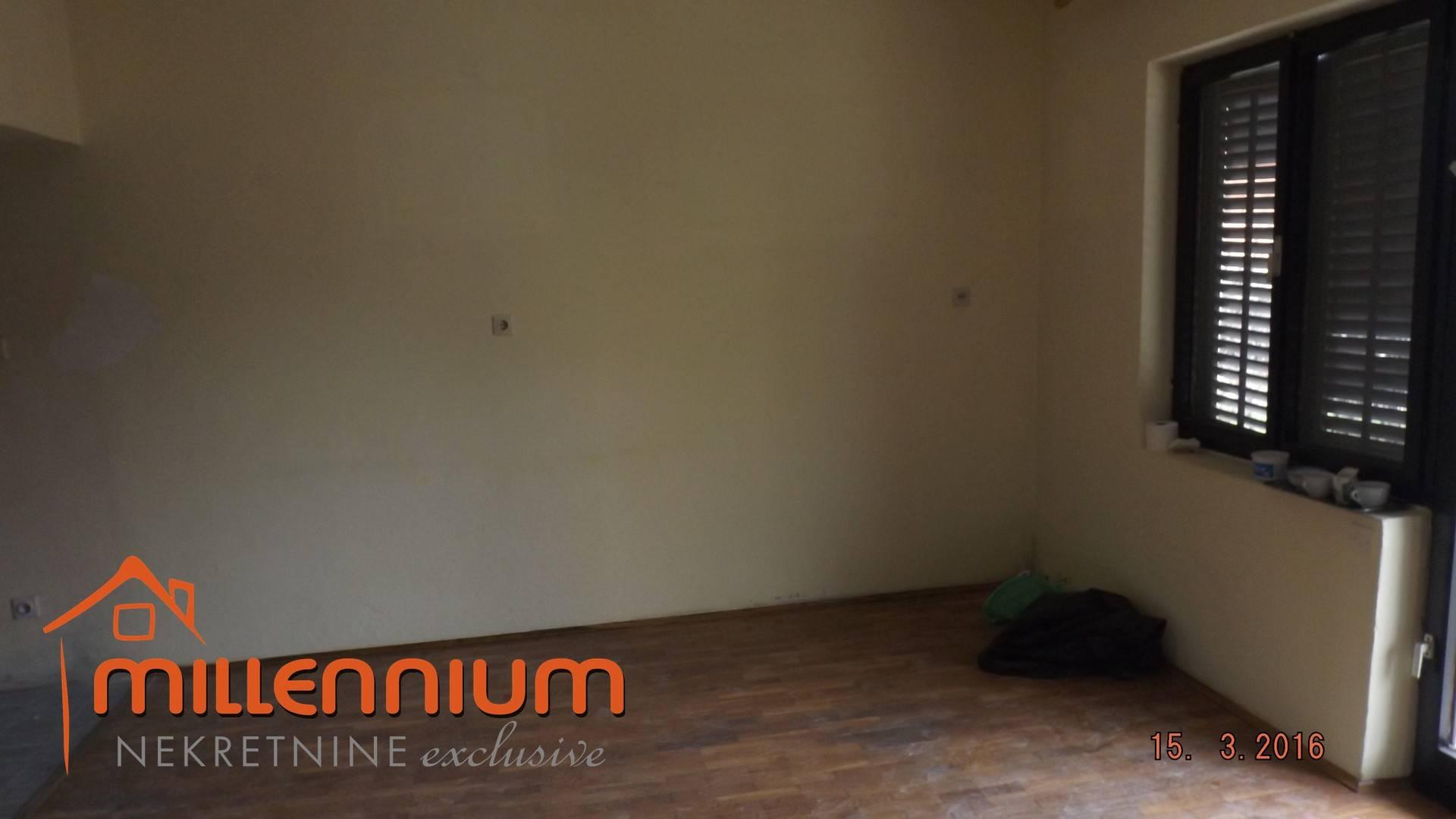 Kastav, samostojeća kuća od 380m2 s 4 stana