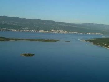 Rijetkost! Otok Krk, Čižići, apartman u novogradnji uz samo more!