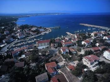 Otok Krk, Malinska, dvoetažni apartman u novogradnji