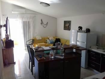 Rtina kod Zadra, kuća s 3 apartmana 50 metara od mora