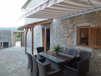 Crikveničko vinodolska rivijera, Bribir, uređena kamena kuća