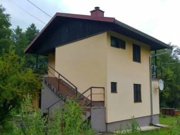 G. Kotar, Brod na Kupi, samostojeća kuća s velikom okućnicom