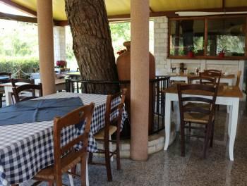 Istra, Umag, restoran  i tri apartmana