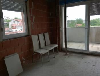 Viškovo, 92m2, 2s+db, etaža s okućnicom