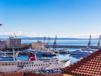 Najam, Rijeka, Centar, 114m2, 2-sobni stan s db