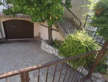 Rijeka, Zamet, etaža od 92m2 s garažom i okućnicom