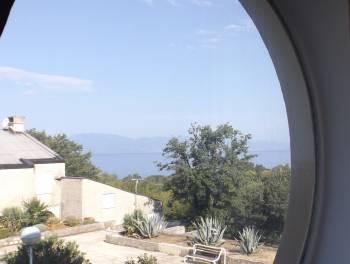 Otok Krk, Njivice, 129m2, 3 stana, 2 balkona