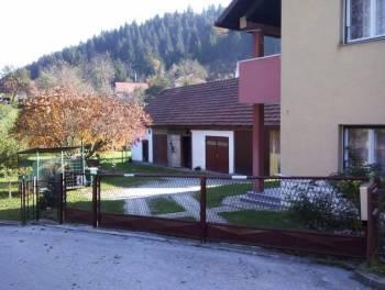 Moravice, uređena samostojeća kuća s okućnicom