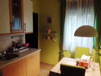 Crikvenica, Selce, kuća s 3 stana, garažom i okućnicom