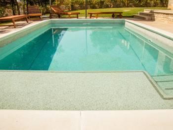 Istra, Višnjan, kamena vila s bazenom