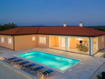 Istra, Raša, kuća s bazenom