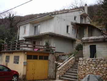 Rijeka, Svilno, kuća s dva stana, garažom i okućnicom