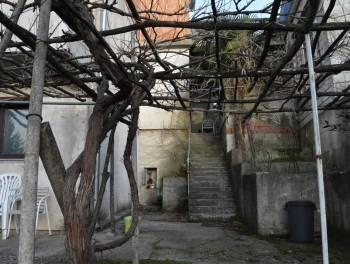 Viškovo, kuća s 3 stana i okućnicom