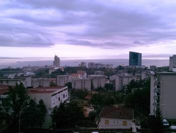 Rijeka, Donja Vežica, 2-sobni stan s lođom