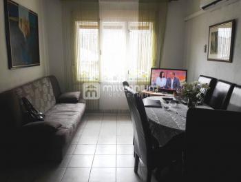Rijeka, Svilno, kuća s 2 stana, 2 garaže i okućnicom