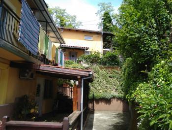 Mavrinci, dvije kuće s okućnicom