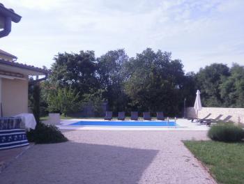 Otok Krk, okolica Malinske, kuća za odmor s bazenom