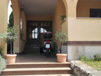 Marinići, kvalitetna kuća s okućnicom
