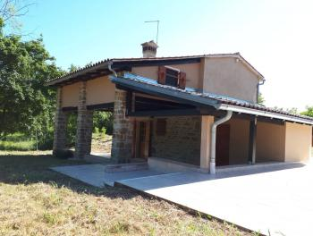 Kuća, Istra, Livade, adaptirana starina s velikom okućnicom