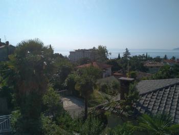 Lovran, kuća s velikom okućnicom, blizina mora
