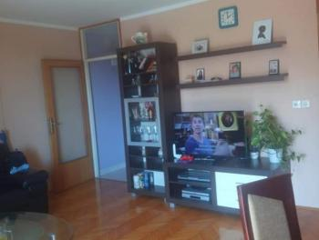 Rijeka, Škurinje, 3-sobni stan s db, lođa