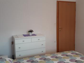 Novi Vinodolski, lijep 2-sobni stan s db, lođa