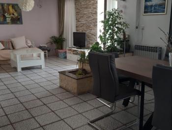 Marinići, 90m2, namješten 2-sobni stan s db
