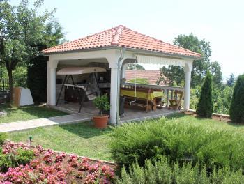 Matulji, samostojeća kuća od 480m2 s bazenom