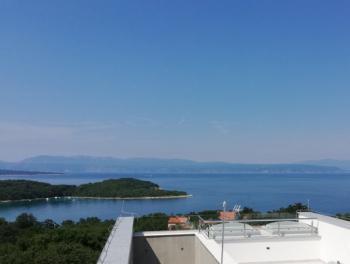 Otok Krk, Njivice, novogradnja, dvoetažni 3-sobni stan s db