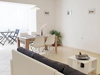 Kostrena, novouređeni stan s garažom i okućnicom