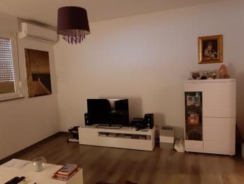 Rijeka, Donji Zamet, uređen 2-sobni stan s 2 lođe