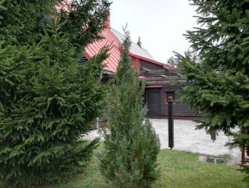 Gorski kotar, Vrata, prizemnica s velikom okućnicom