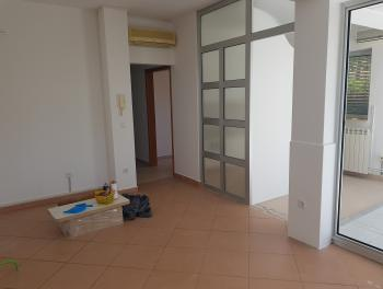 Rijeka, Marčeljeva Draga, 2-sobni stan s db u novijoj zgradi