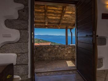Opatija zaleđe, prekrasna kamena kuća s bazenom i panoramskim pogledom